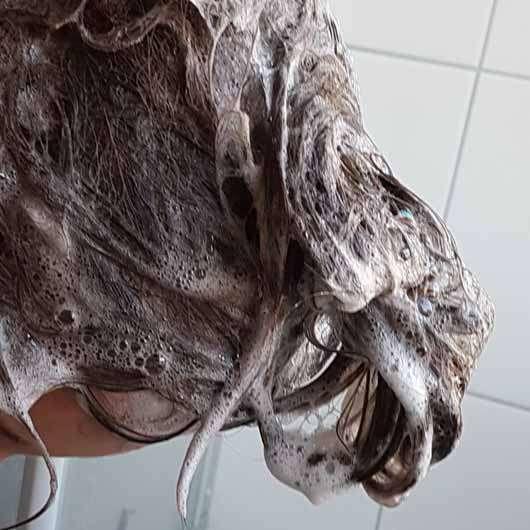 """alverde festes Shampoo """"Kokos"""" - Schaumentwicklung in den Haaren"""