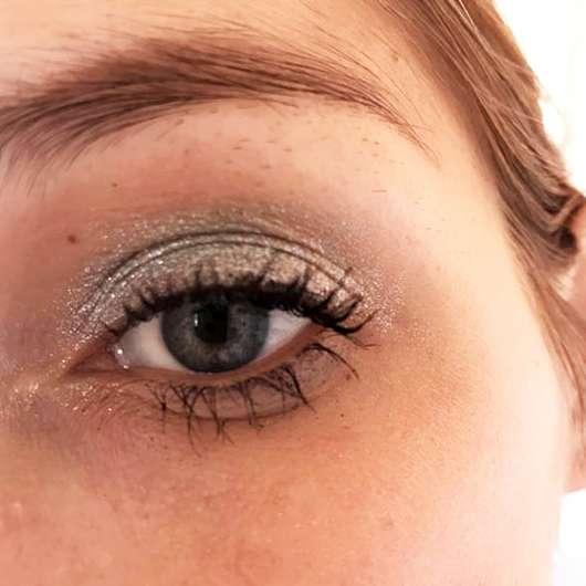 L.O.V Unexpected Eyeshadow Metallic, Farbe: 360 Lagoon Escape - Farbe auf dem Auge mit Base