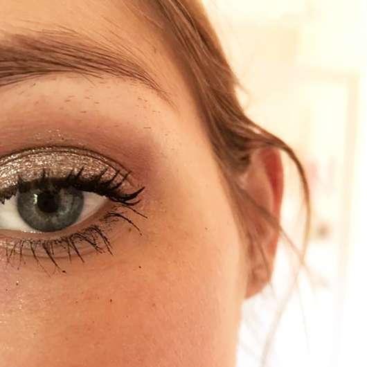 L.O.V Unexpected Eyeshadow Metallic, Farbe: 360 Lagoon Escape - Farbe auf dem Auge als Topper über anderem Lidschatten
