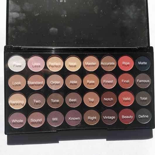 Makeup Revolution Ultra 32 Eyeshadow Palette Flawless Matte 2 - Palette geöffnet alle Farben mit Farbbezeichung