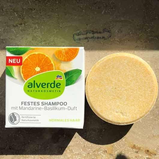 "alverde festes Shampoo ""Mandarine-Basilikum"" - Verpackung und Shampoostück"
