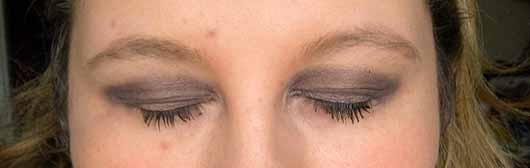 Bell HYPOAllergenic Waterproof Stick Eyeshadow, Farbe: 6 Chocolate - links ohne, rechts mit Base