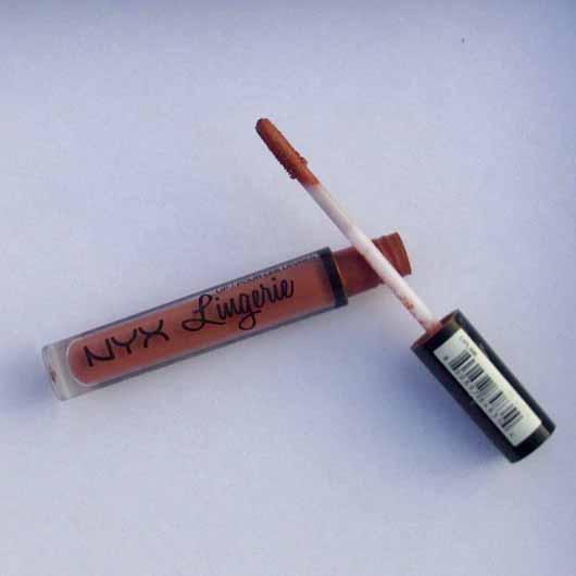 NYX Lip Lingerie Liquid Lipstick, Farbe: 08 Bedtime Flirt - Flakon geöffnet