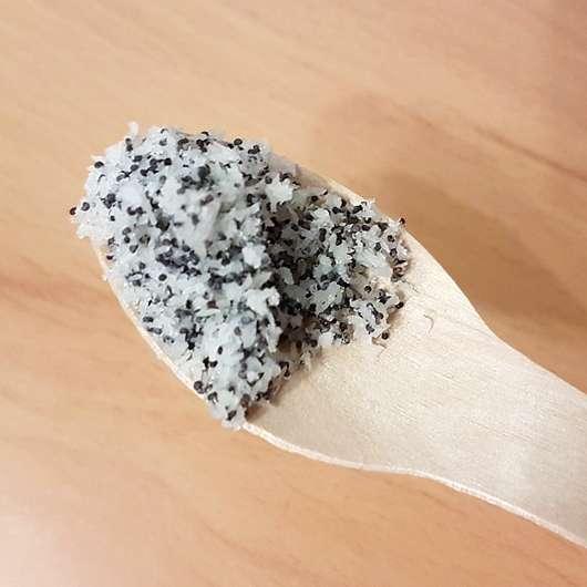 The Glitter Labs Coco Loco Body Scrub - Peeling auf dem Löffel