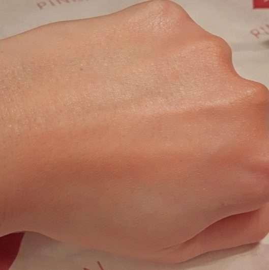 Swatch eines Blushs nach dem Verblenden mit dem Pinsel