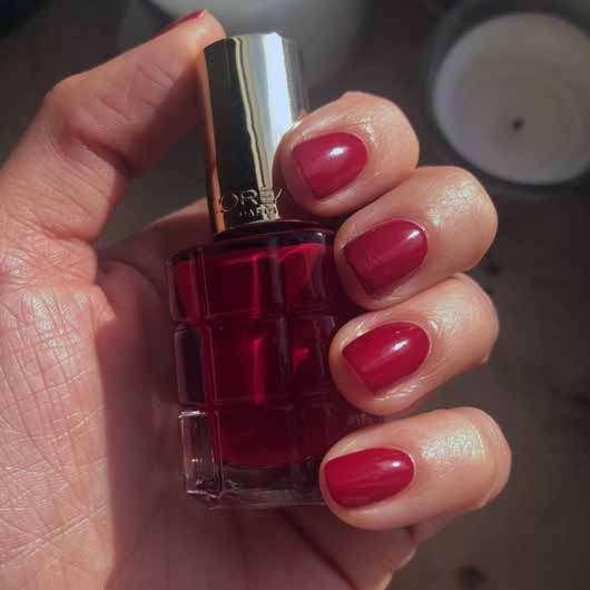 L'ORÉAL PARiS Color Riche Le Vernis Mit Öl, Farbe: 552 Rubis Folies - Farbe auf den Nägeln