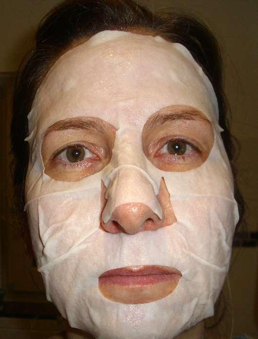 DermaSel Totes Meer Tuchmaske Kaktusmilch - Maske auf dem Gesicht