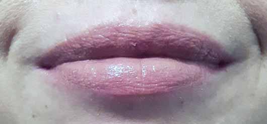 alverde Lipgloss 3D-Effekt - Lippen mit Lipgloss über Lippenstift