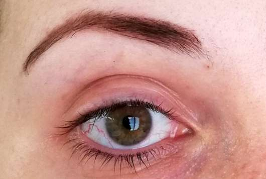 ARDELL Brow Pomade Pencil, Farbe: Dark Brown - Braue mit Produkt