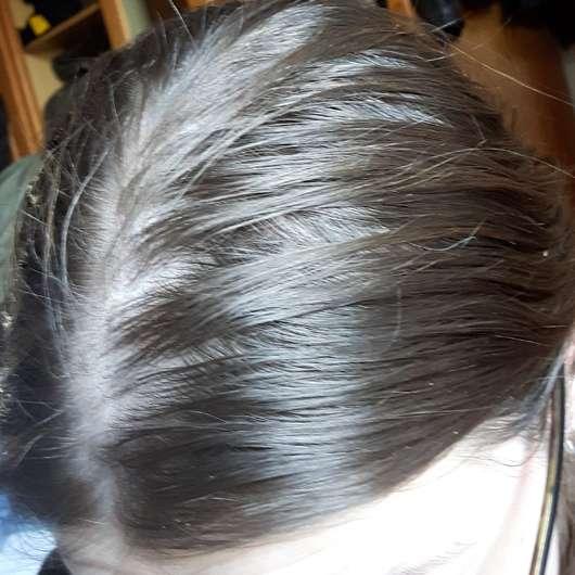Nivea Fresh Revive 3in1 Trockenshampoo (dunkle Haartöne) - Haare vor der Anwendung
