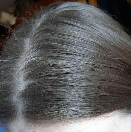 Nivea Fresh Revive 3in1 Trockenshampoo (dunkle Haartöne) - Haare nach der Anwendung