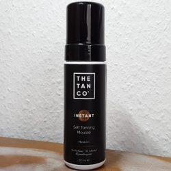 Produktbild zu The Tan Co. INSTANT Self Tanning Mousse – Farbe: Medium (inkl. Tanning-Handschuh)
