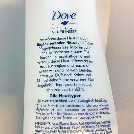Dove Pflegegeheimnisse Regenerierendes Ritual Body Lotion mit Kokos- und Mandelduft - Details auf der Flasche