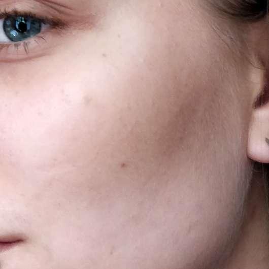 BAIMS Natural Makeup Mineral Bronzer & Contour, Farbe: 20 Amber - Haut mit Produkt