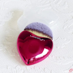 Produktbild zu Misslyn Lovely Beauty Brush – Farbe: Rot (LE)