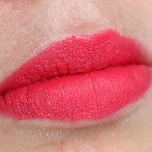 Shiseido VisionAiry Gel Lipstick, Farbe: 225 High Rise - Farbe auf den Lippen abgetupft