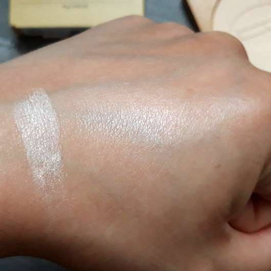 BAIMS Natural Makeup Translucent Pressed Powder, Farbe: 10 Crystal - swatch