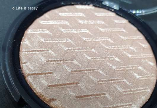 e.l.f. Cosmetics Metallic Flare Highlighter, Farbe: Rose Gold - Nahaufnahme Muster