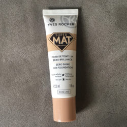 Produktbild zu Yves Rocher Couleurs Nature Super Mat Zero Shine 12H Foundation – Farbe: Rosé 200