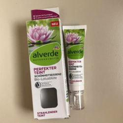 Produktbild zu alverde Naturkosmetik Perfekter Teint Schönheitsessenz Bio-Lotusblüte