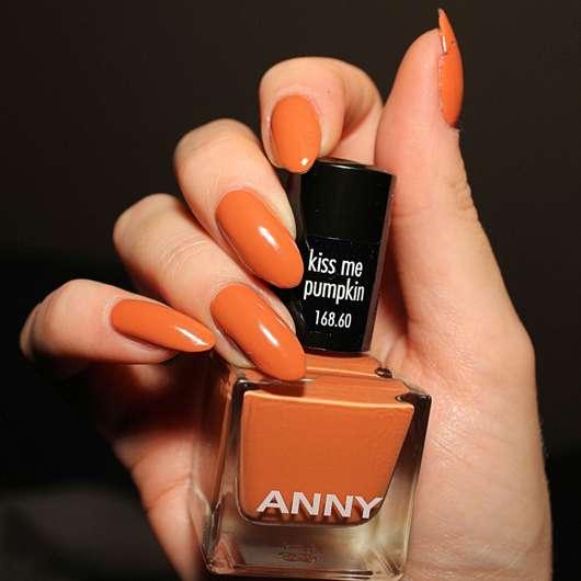 ANNY Nagellack, Farbe: kiss me pumpkin (LE) - Farbeindruck auf den Nägeln