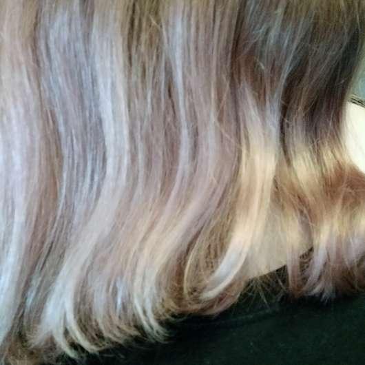 PARSA Beauty Extra-Volumenbürste mit Lotus (groß; ø 44mm) - Haare Nahaufnahme