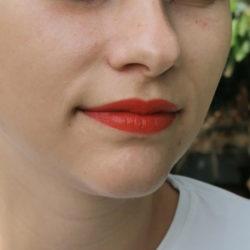 Lippen beim Auftrag des trend IT UP Color Lip Tints, Farbe: 020