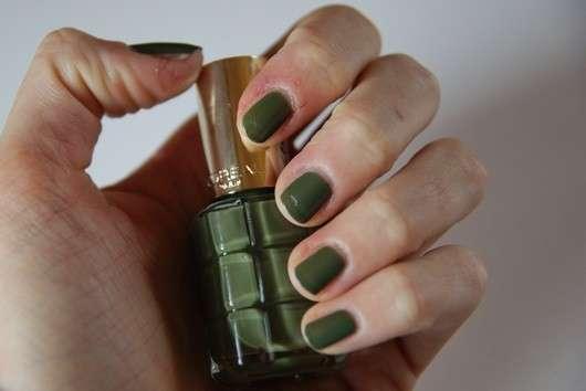 test nagellack l or al paris color riche le vernis nagellack mit l 666 vert absynthe. Black Bedroom Furniture Sets. Home Design Ideas